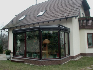wintergarten veranda wohnen hinter bzw unter glas ist seit jahrzehnten ein. Black Bedroom Furniture Sets. Home Design Ideas